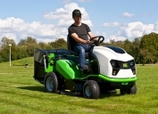Ride-on mower Etesia Hydro 100 III